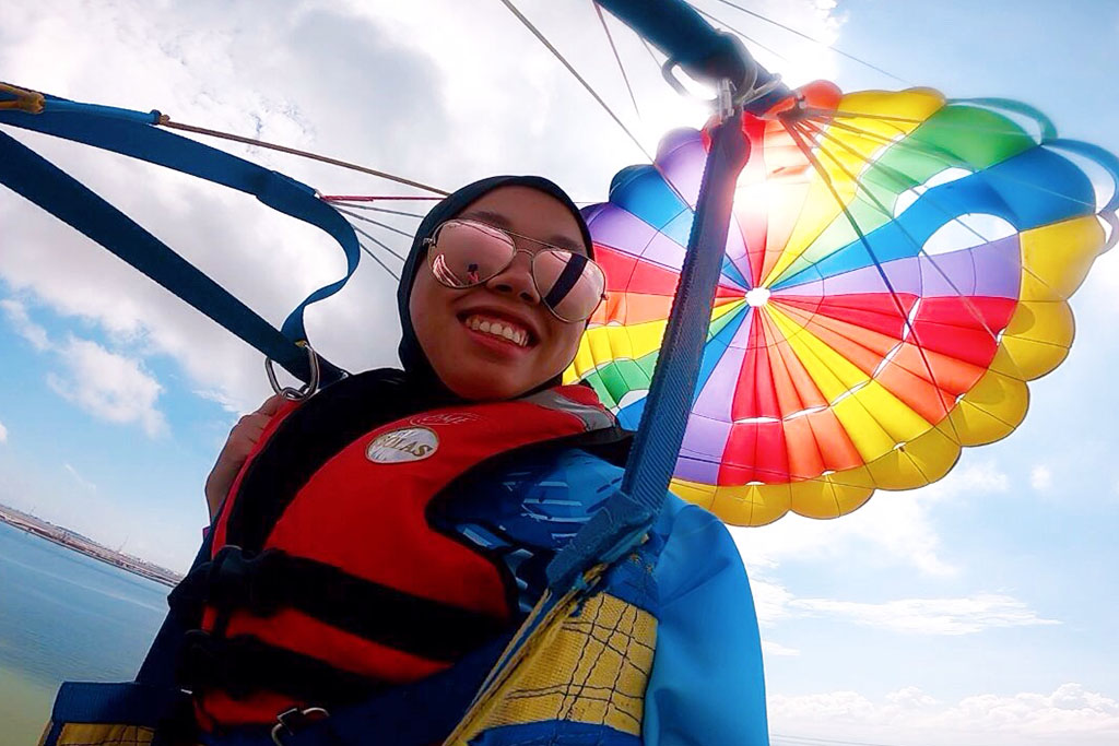 Photo credits: Poni Divers - Parasailing Brunei