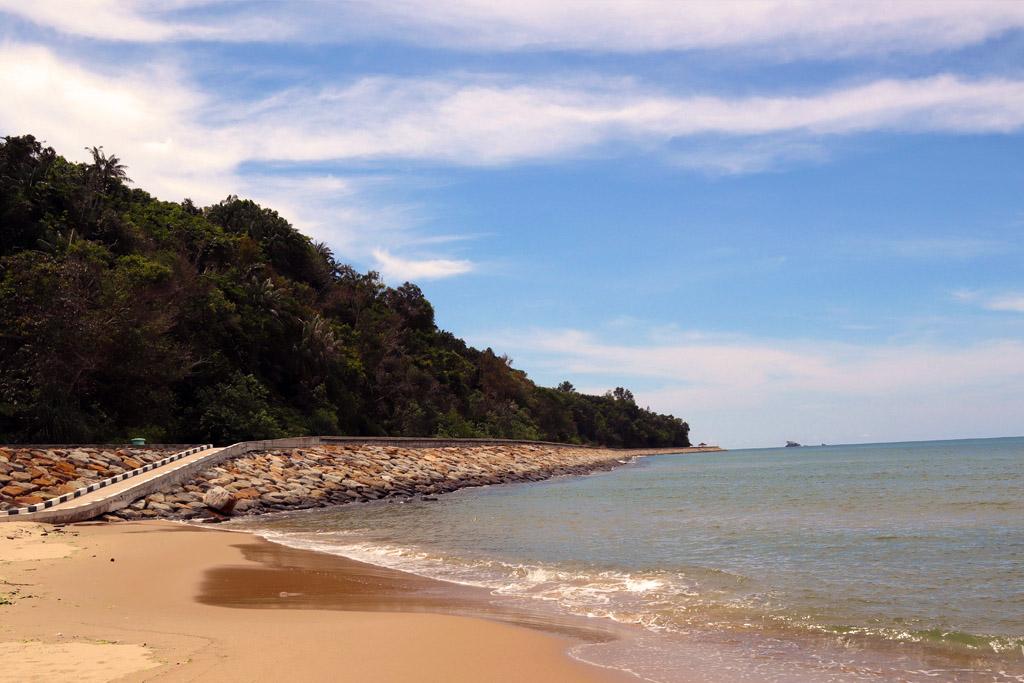 Tanjong Batu Beach