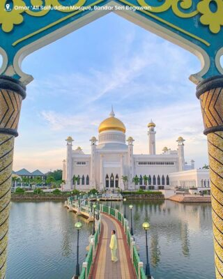 The Omar 'Ali Saifuddien Mosque - located in the heart of the capital, with its iconic glistening golden dome and towering marble walls. It's modern Islamic architecture is seen as one of the most magnificent mosques in the Asia Pacific. ⁣ ⁣ We look forward to welcoming you back again soon.⁣  📸: @karl_olivier ⁣ #discoverbrunei #travelgram #instatravel #travelasia #travelinspiration #travelphotography #travel #wanderlust #destinationearth #seetheworld