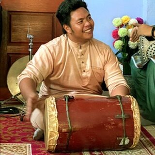 The gandang labik is a key instrument in the gulintangan orchestra. Its low hollow beats add to the liveliness of the music and the instrument is often used to start and end each performance. #discoverbrunei #travelgram #instatravel #travelasia #travelinspiration #travelphotography #travel #wanderlust #destinationearth #seetheworld #brunei